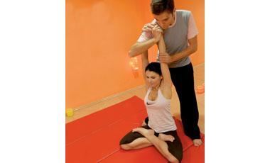 Τονωθείτε μετά τη δουλειά με τάι μασάζ | vita.gr