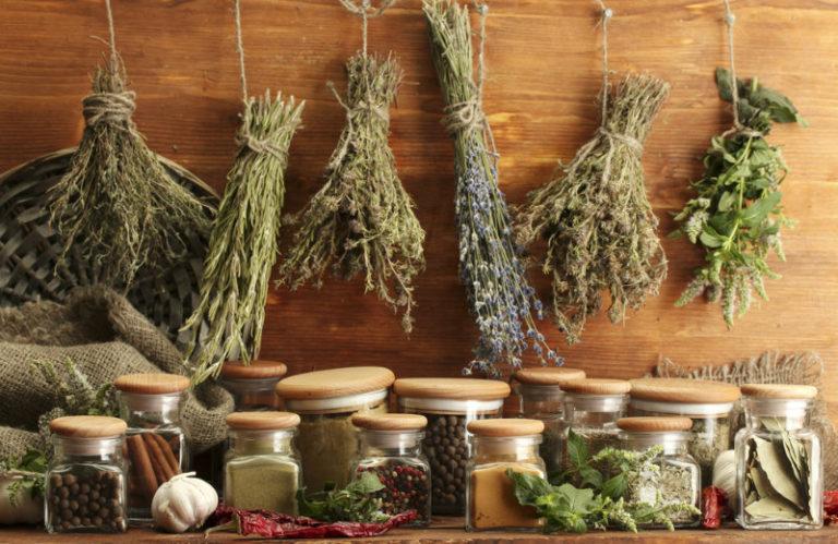 Αδυνατίστε με βότανα | vita.gr