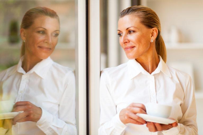 Εμμηνόπαυση. Συμπτώματα και αντιμετώπιση | vita.gr
