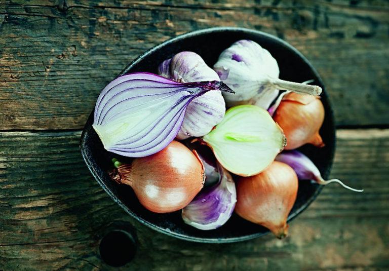 Σκόρδο-κρεμμύδι για τα μέταλλα | vita.gr