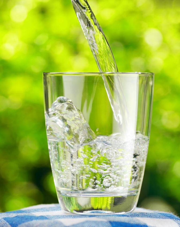 Το νερό σύμμαχος στο αδυνάτισμα | vita.gr