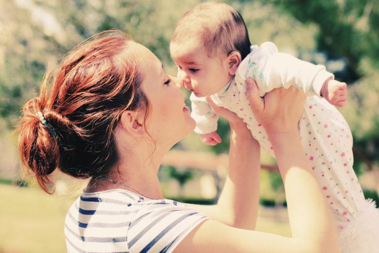 Ζουν περισσότερο οι γυναίκες που γεννούν μετά τα 33 | vita.gr