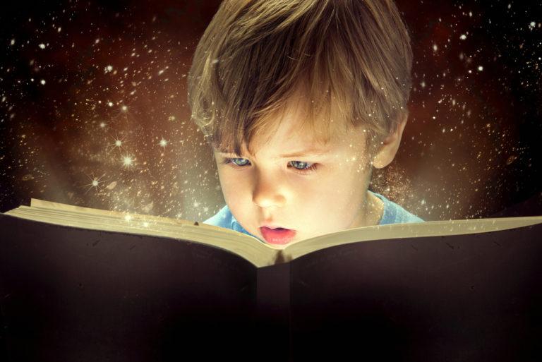 Πιο έξυπνα τα παιδιά που διαβάζουν από νωρίς; | vita.gr