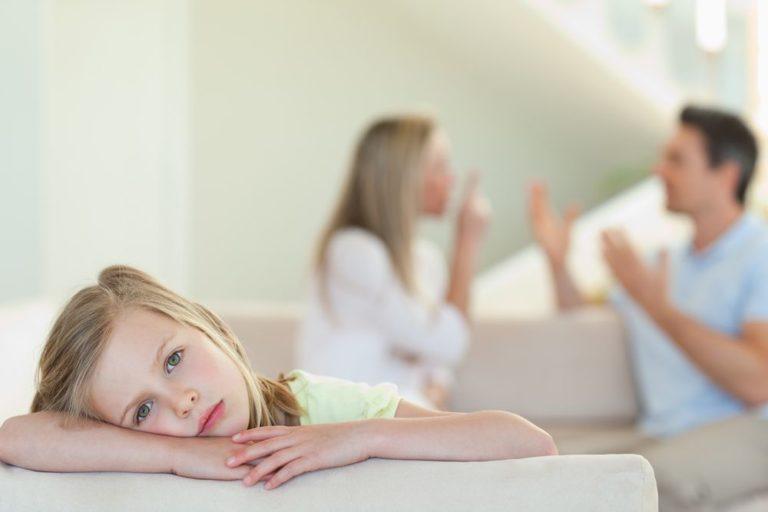 Πόσο επηρεάζουν τα παιδιά οι καβγάδες των γονιών; | vita.gr