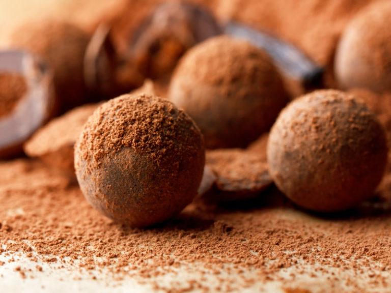 Τρούφες σοκολάτας με καβουρδισμένο σουσάμι | vita.gr