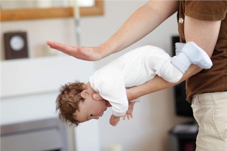 Πρώτες βοήθειες: Το μωρό πνίγεται   vita.gr