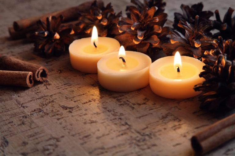 Πώς να αφαιρέσω το κερί από το ξύλινο τραπέζι; | vita.gr