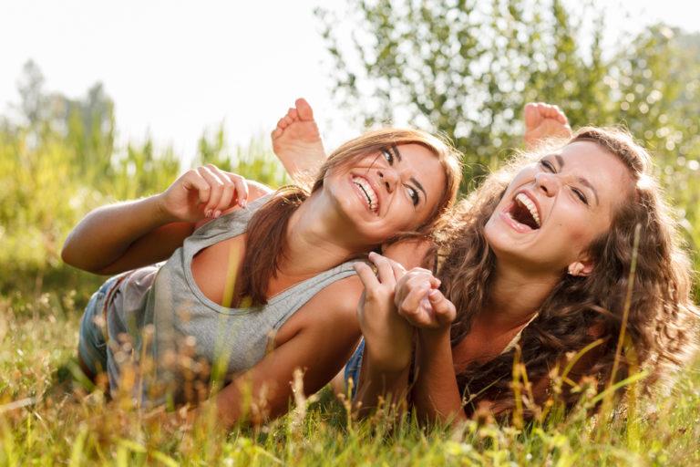 Λιγότεροι φίλοι, λιγότερη μοναξιά | vita.gr