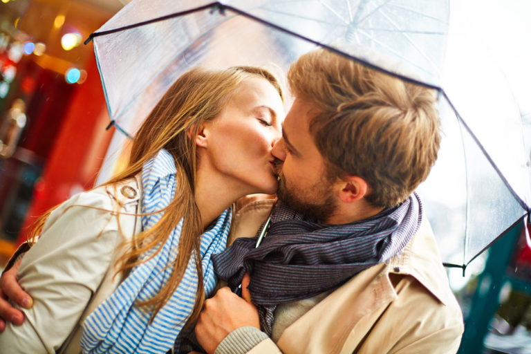 Φερομόνες: Οι ορμόνες της ερωτικής έλξης. Tελικά υπάρχει «χημεία»! | vita.gr