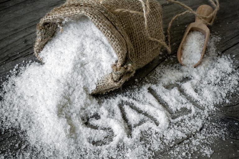 Xoντρό αλάτι: 5 εύκολες συνταγές για αψεγάδιαστη εμφάνιση | vita.gr