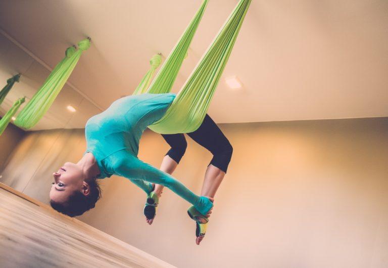 Πετάμε με την aerial yoga | vita.gr