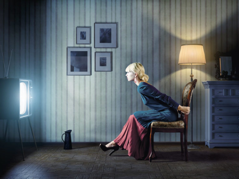 Η πολλή τηλεόραση αυξάνει τη μοναξιά | vita.gr