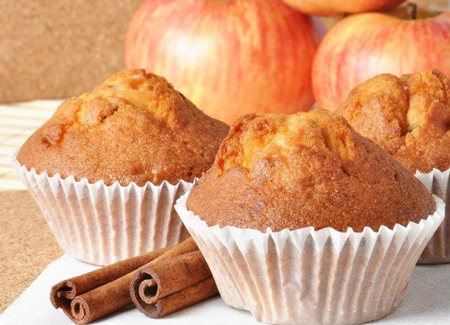Ατομικά κέικ μήλου με καραμέλα | vita.gr