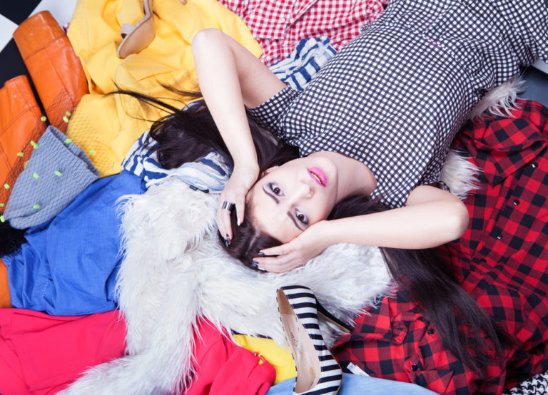 Μας αρρωσταίνουν τα ρούχα μας; | vita.gr