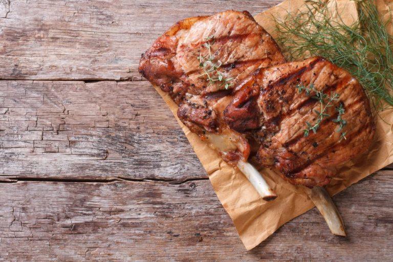 Τι να κάνω για να μην σκληρύνει το κρέας στο μαγείρεμα; | vita.gr
