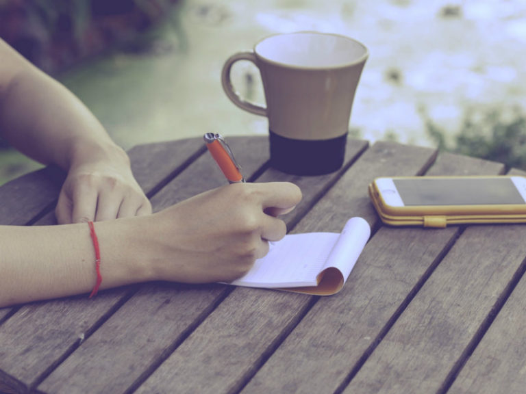 Tι αποκαλύπτει ο τρόπος που γράφουμε | vita.gr