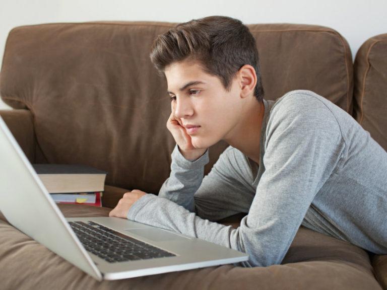 Διαδικτυακό πορνό: Πόσο κινδυνεύουν οι έφηβοι; | vita.gr
