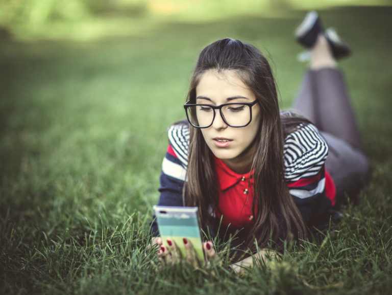 Τα «έξυπνα» κινητά βλάπτουν τη μάθηση | vita.gr