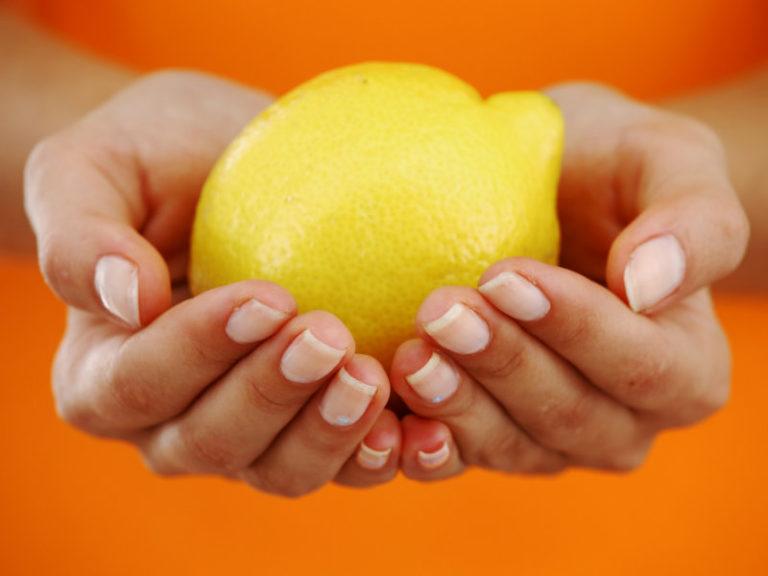 Λεμόνι για νύχια που σπάνε | vita.gr
