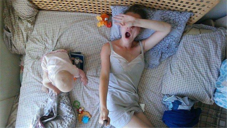 Το 24ωρο μιας μαμάς μέσα από 16  selfies! | vita.gr