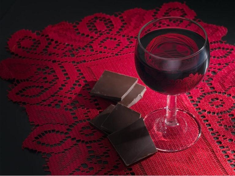 Σοκολάτα και κόκκινο κρασί για αδυνάτισμα; | vita.gr