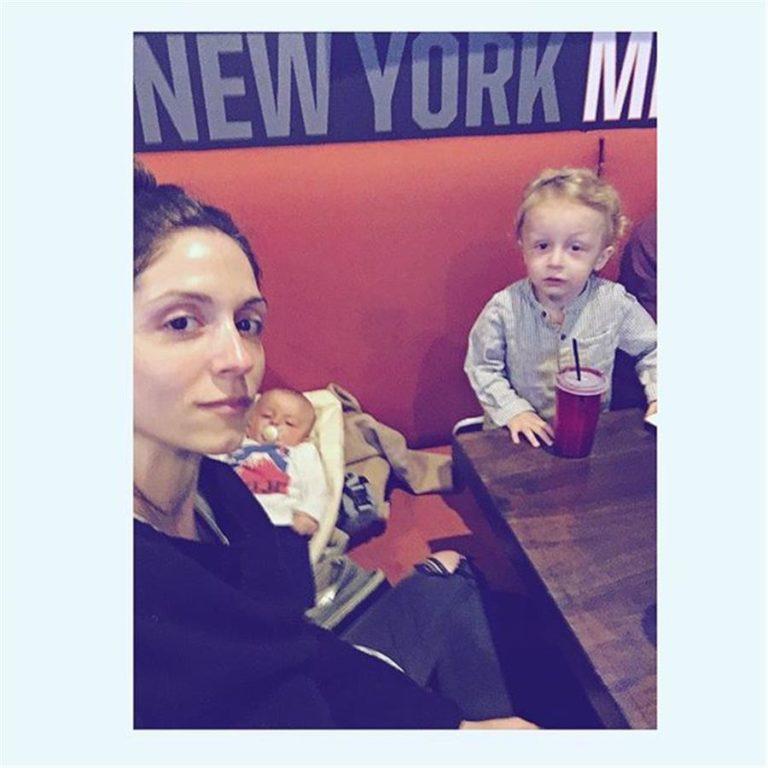 Σοφία Καρβέλα: Τρυφερές στιγμές με τους γιους της | vita.gr