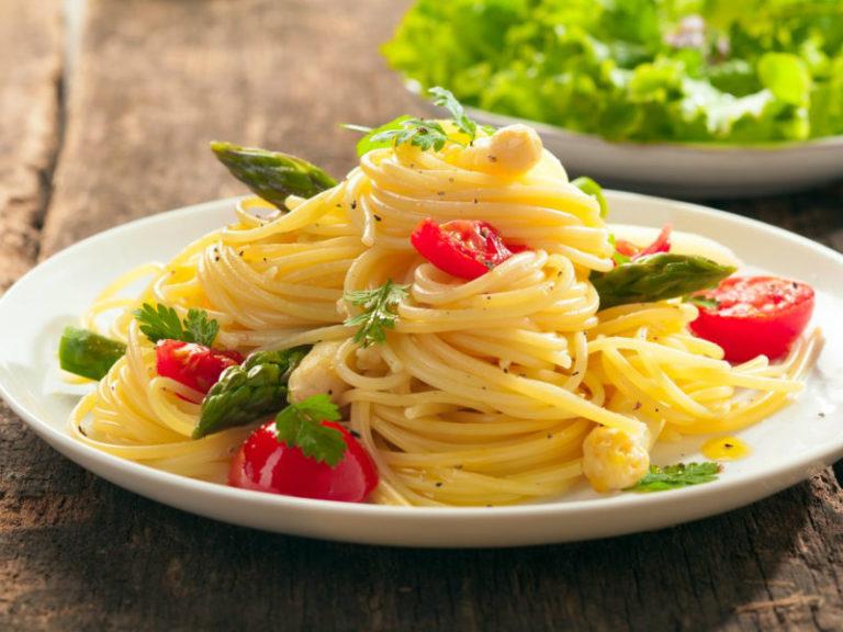 Μεσογειακό σπαγγέτι με λαχανικά | vita.gr