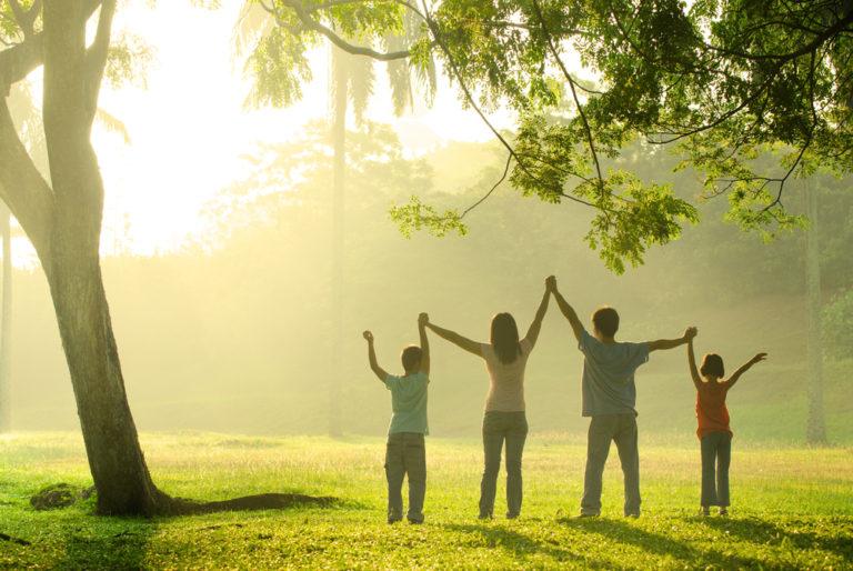 Οι βόλτες φέρνουν τις οικογένειες πιο κοντά | vita.gr