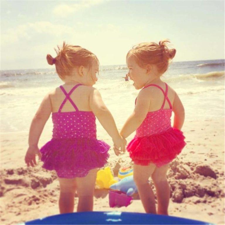 Εικόνες: Έτσι είναι η αγάπη των δίδυμων παιδιών | vita.gr