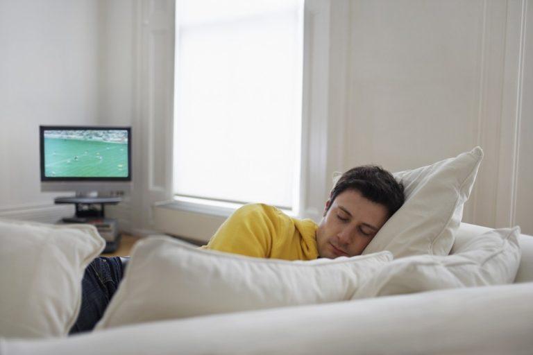 Σας παίρνει ο ύπνος μπροστά στην TV; | vita.gr