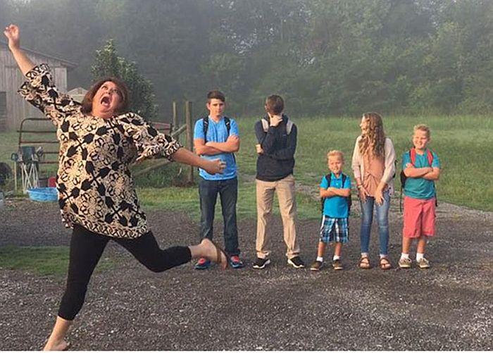 Εικόνες: Τα σχολεία ανοίγουν.. και οι γονείς χαίρονται! | vita.gr