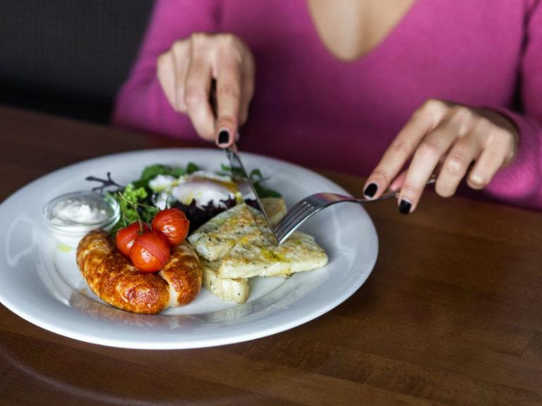 Τι αποκαλύπτει ο τρόπος που τρώμε | vita.gr