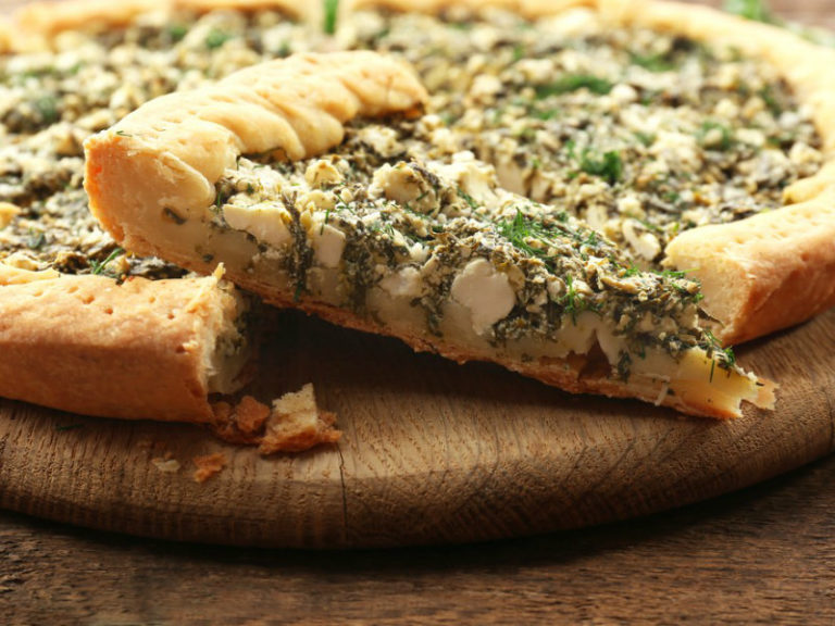 Τάρτα με φρέσκο κρεμμυδάκι και κατσικίσιο τυρί | vita.gr