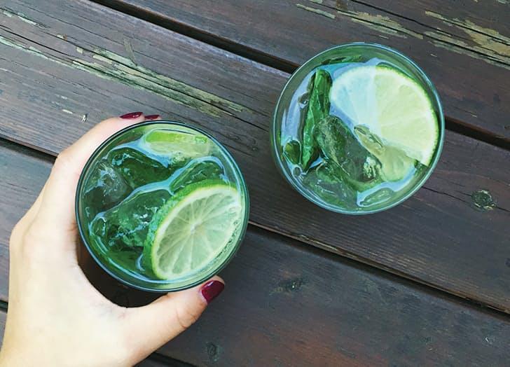 5 ποτά που κανένας bartender δεν θα έπινε σε μπαρ | vita.gr