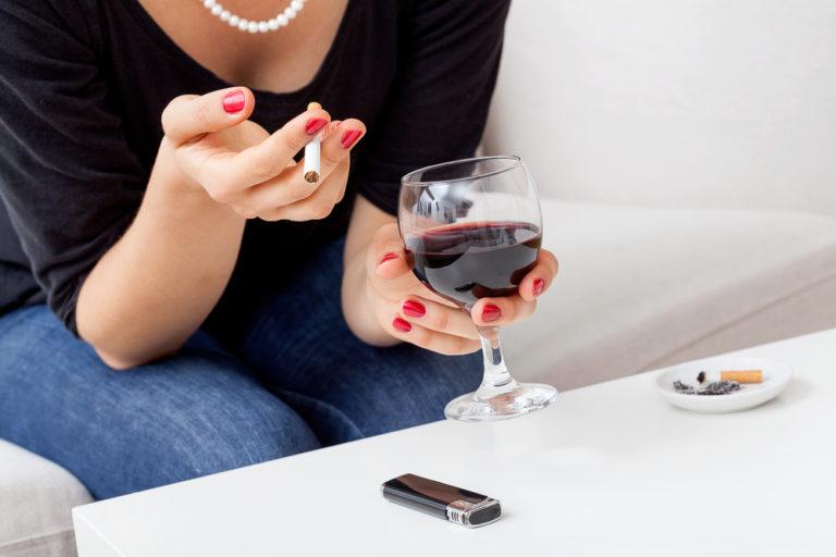 Ποτό και τσιγάρο, μας γερνάνε νωρίτερα | vita.gr
