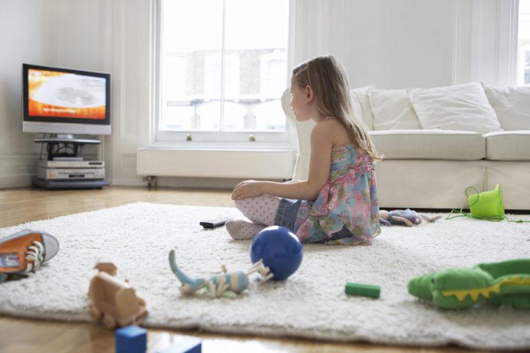 Τα παιδιά που βλέπουν πολλή τηλεόραση παχαίνουν | vita.gr