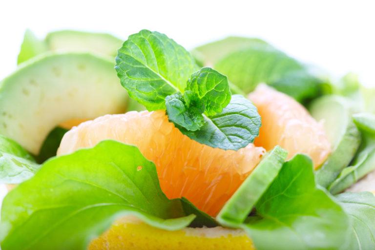 Σαλάτα με αβοκάντο και πορτοκάλι | vita.gr