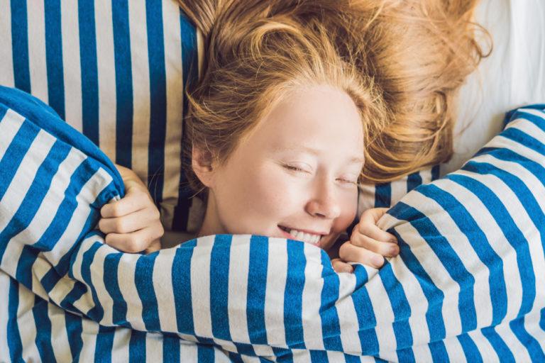 Ποια είναι η πιο σωστή στάση για καλό ύπνο; | vita.gr