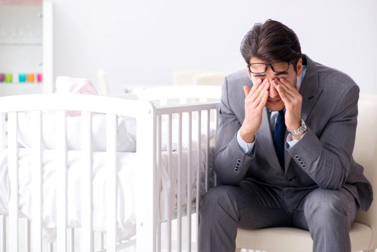 Η επιλόχειος κατάθλιψη πλήττει και τους μπαμπάδες | vita.gr