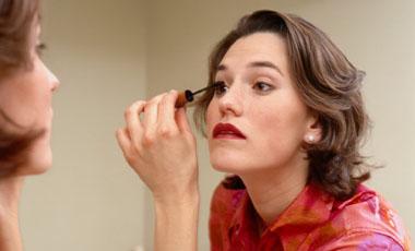 Δώστε λάμψη στο μακιγιάζ σας 1΄ | vita.gr