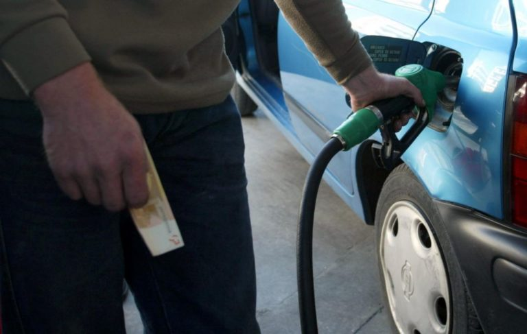 Βουτιά στην κατανάλωση βενζίνης, παρά την αισθητή πτώση τιμών από πέρυσι | vita.gr