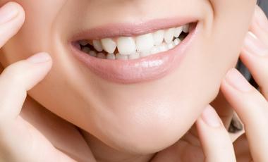 «Λευκότερα» χαμόγελα που… τυφλώνουν | vita.gr