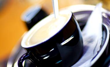 Ακούω φωνές ή φταίει ο καφές; | vita.gr