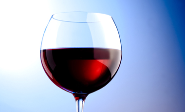 Κόκκινο κρασί για <br>νεανική καρδιά | vita.gr