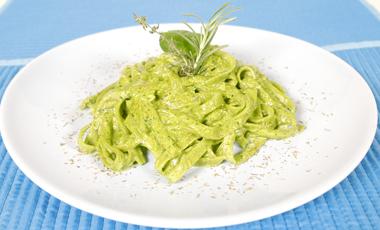 Mακαρόνια με σπανάκι και φιστίκια | vita.gr