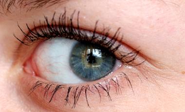 Βιονικό μάτι δίνει ελπίδα στους τυφλούς | vita.gr