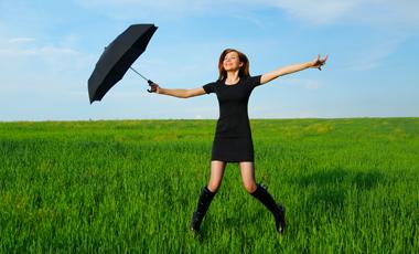 Σκούρα ρούχα για τον ήλιο | vita.gr