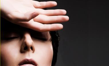 Οι ημικρανίες «χτυπούν» στο δέρμα | vita.gr