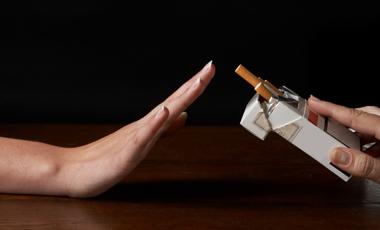 Μεταδοτικό το κόψιμο του τσιγάρου | vita.gr