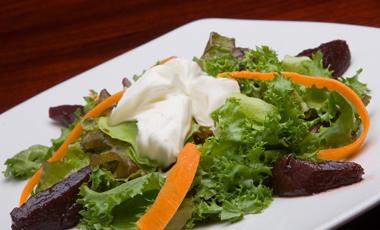 Σαλάτα μαρούλι με γιαούρτι | vita.gr